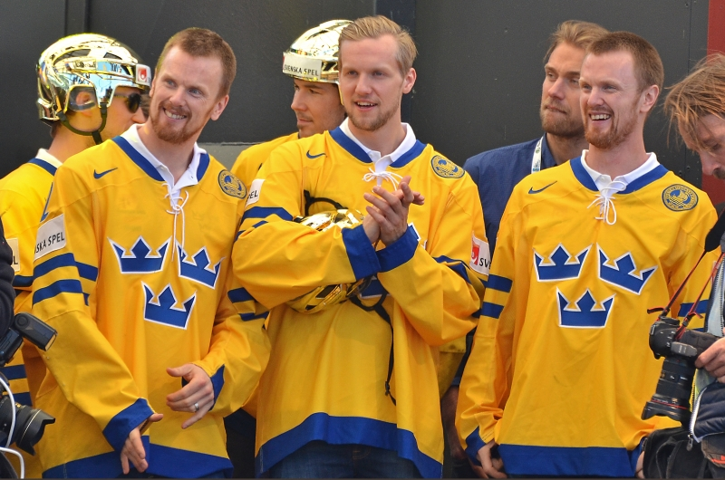 NHL-sweden-hockeyplayers-on-stage